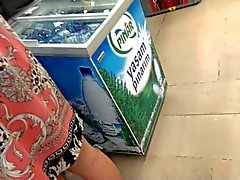 turkish upskirt at supermarket