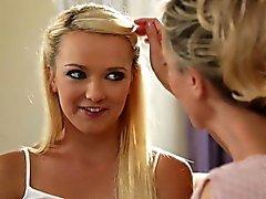 bébé blond hd lesbienne milf
