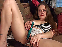 Mother I'd Like To Fuck Sydney Johnson masturbates her puss on the livecam