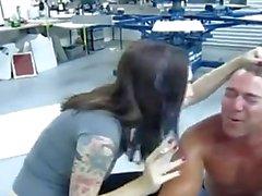 rizado pliegue femdom escupir cenicero