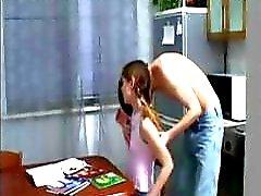 amatör sevimli kız masaj çiğneme tütünü