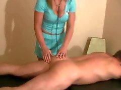 büyük göğüsler femdom handjobs