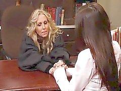 lesbisk onani oralsex blondin brunett