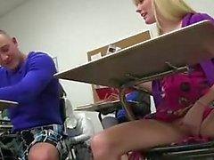 blondin avsugning brunett college flicka jävla
