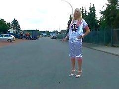 amateur blondjes klaarkomen duits publieke naaktheid