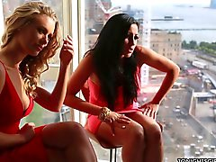 Audrey Bitoni And Nicole Aniston Vanilla Threesome