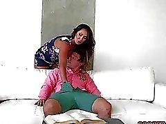 MILF Yasmin entertains sex to Calis bf