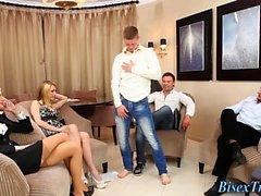 большие члены блондинка собачьи групповой секс хардкор