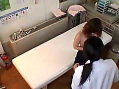 asiático digitación masaje bragas tetas pequeñas