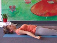 18 anos de idade peitos grandes faculdade engraçado fazer yoga