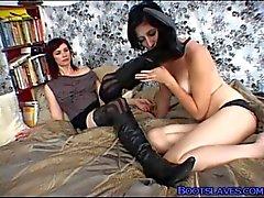torção menina de - em-menina lesbian -pés boot-slave-femdom lesbian-boot-culto