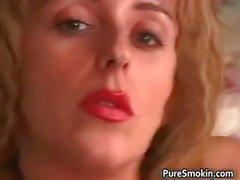 rubia fetiche nylon de fumar
