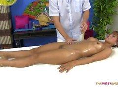 thaipussymassage thai thaïlande thaï creampie massage bangkok crème pattaya bargirl tarte asiatique heureux fin creampie journal savonneux rue tuk tuk