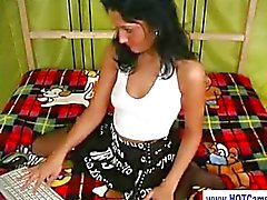 solista ragazza brunetta tette piccole