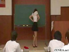 extraño aula nudista