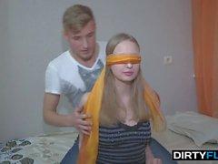 blondit teini-ikä pienet rinnat likaiset flix teräväpiirtovideoita