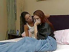camera da letto ragazza sulla ragazza lesbica