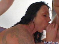 gros seins éjaculation soin du visage tatouage