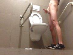 banheiro público pissing-everywhere sujo