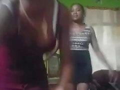 18 anni ragazza nera nero ed ebano facendo ragazza