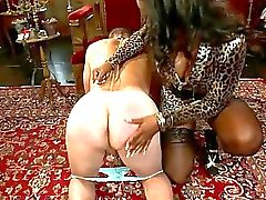 bdsm bdsm husmor träldom bondage porr grymma sexscener