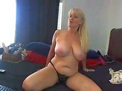 masturbación madura grandes tetas naturales coño mamá