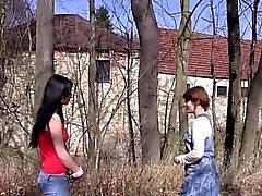 брюнетка аппликатура лесбиянка на открытом воздухе подросток