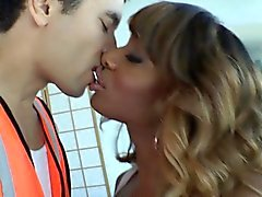 Amateur tgirl barebacking and facializing guy