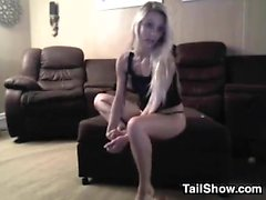 amatööri blondi alusvaatteet yksin