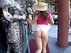 amador piscando nudez em público upskirts