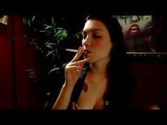de fumar hábito de fumar fetichismo bebé morena