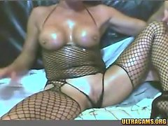 Amateur ebony web cam girl shakes and teases her butt