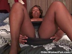 Ebony milf Amanda exposes her fuckable body and works her pink pussy