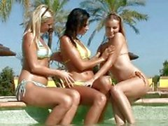 bikini girl on girl öpme