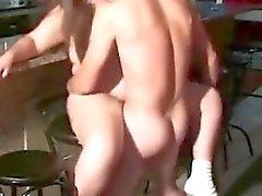 bebek bakıcısı gençler
