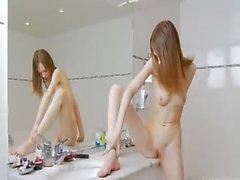 bebé cuarto de baño clítoris chica