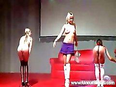 amateur brunette groepsseks publiek