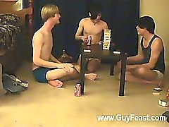 брюнетка гей бритые тощий миг