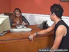любительский бисексуал тройка