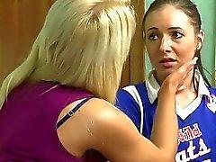 flicka på flicka kyssas lesbisk lesbiska porrfilmer lesbisk kvinna sex movies