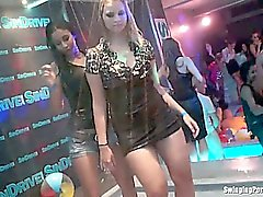 бисексуал блондинка брюнетка групповой секс хардкор