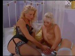 lesbiche biancheria intima nylon