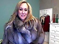 Milf Pornstar In Fur Toys On Cam
