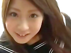 adolescente joven asiático