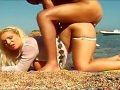 bebês praia peitos grandes