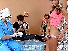 groepsseks tiener teen pijpbeurt actie tiener groep neuken tiener groepsex