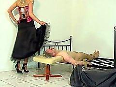 faccia seduta femdom upskirts