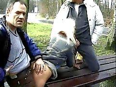 saksa julkinen alastomuus threesomes