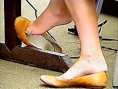 Candid College Girl Shoeplay