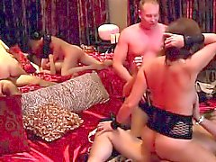 rubia morena sexo en grupo duro milf